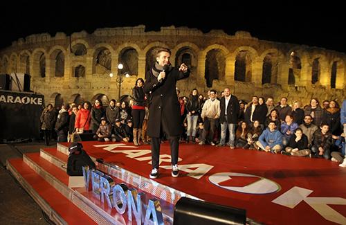 Karaoke, da stasera 30 marzo su Italia 1 con Angelo Pintus