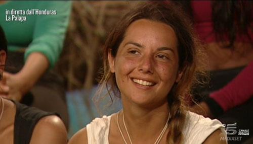 Isola dei Famosi 2015: Melissa P. replica alle critiche sull'acne, mette in riga Platinette e difende Cristina Buccino