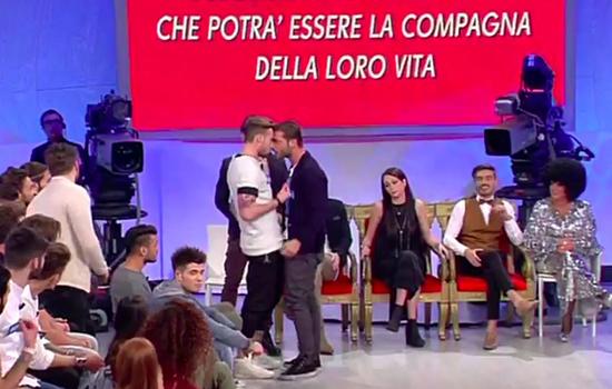 Anticipazioni Uomini e Donne: Gianluca e Mariano si picchiano ma Valentina è felice