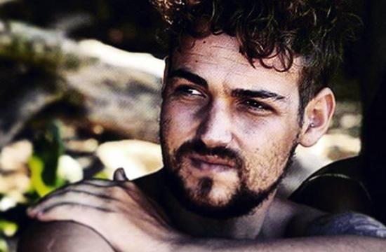 Isola dei Famosi 2015: Valerio Scanu 'lotta' contro tutti, mentre i ladri in Italia, rubano il trofeo di Sanremo 2010