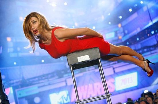 Anticipazioni Amici, serale 2015: Virginia Raffaele ospite fisso del talent show di Maria De Filippi