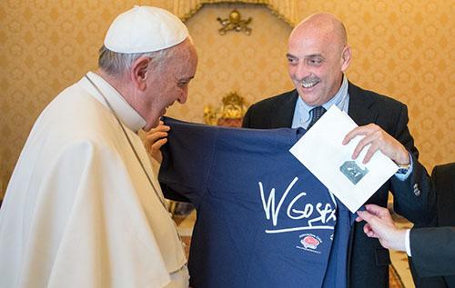 Paolo Brosio, dopo lo scherzo de Le Iene l'incontro con Papa Francesco – VIDEO