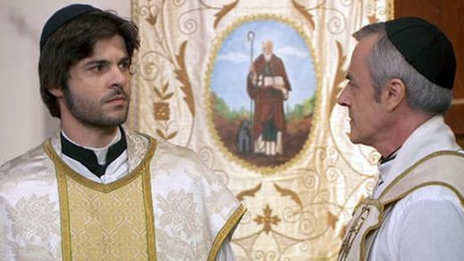 Anticipazioni Il Segreto, puntata serale 29 aprile 2015: Gonzalo non cede ai ricatti di Don Celso, replica streaming