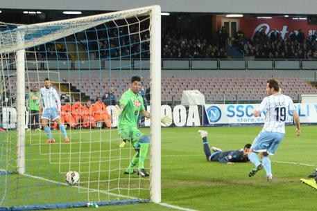 Ascolti Tv, 8 aprile 2015: Napoli-Lazio a 6,3 mln; Il Segreto a 4,4 mln; Chi l'ha visto a 2,9 mln