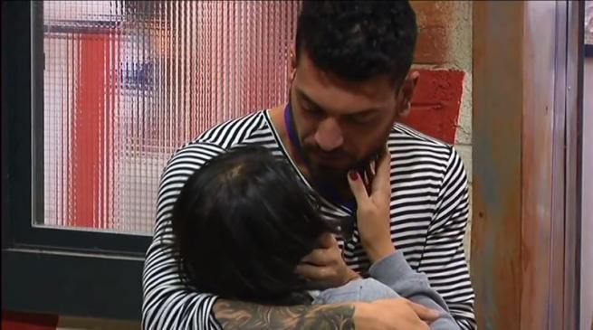 Grande Fratello 2015: primo bacio dell'edizione tra Alessandro e Federica, triangolo in vista? FOTO e VIDEO