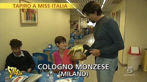 Miss Italia 2015, Tapiro d'Oro di Striscia la Notizia e nuova gaffe – VIDEO