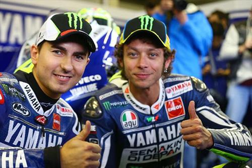 Sfida all'ultima staccata: dopo la gara di MotoGP Valencia l'instant movie su Valentino Rossi e Lorenzo