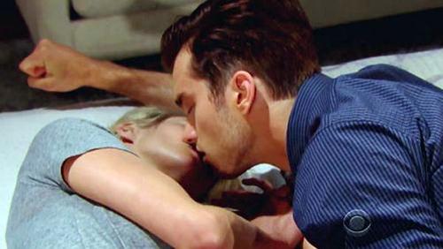 Beautiful, anticipazioni e trame dal 21 al 23 dicembre 2015: Thomas bacia Caroline, realtà o finzione?