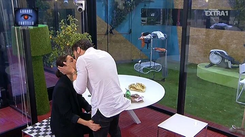 Gossip Grande Fratello 2015: Alessandro Calabrese bacia Desiree e dimentica Lidia, era vero amore?