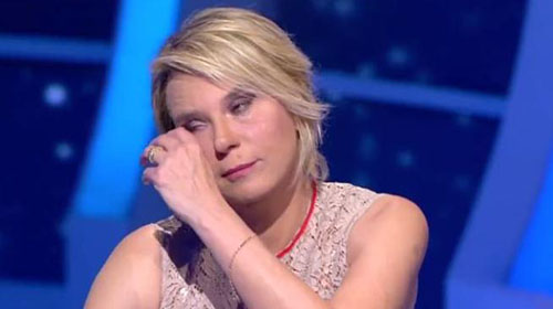 C'è Posta per Te: ultima puntata, vince negli ascolti e fa piangere Maria De Filippi