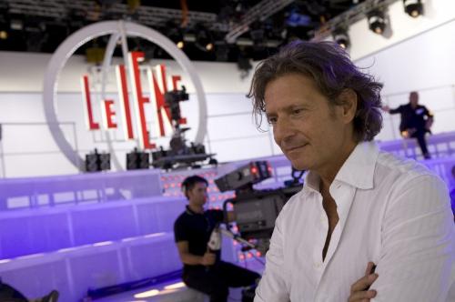 Davide Parenti, è giallo sulle dimissioni del papà de Le Iene Show: colpa di Fabrizio Corona? La nota di Mediaset