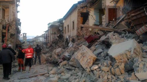 """Terremoto Centro Italia: variazioni palinsesto Mediaset, edizioni straordinarie TG e speciale """"Dalla vostra parte"""""""