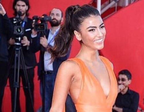 """Giulia Salemi fa scandalo al Festival del Cinema di Venezia 2016, la replica: """"Non sono un'esibizionista"""""""