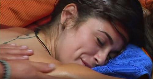 Grande Fratello Vip, news: Stefano Bettarini e i massaggi sensuali ad Alessia Macari fanno invidiare le altre donne