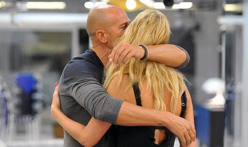 Grande Fratello Vip, news: Valeria Marini e Stefano Bettarini fanno sess0 in Casa? Il nuovo gossip