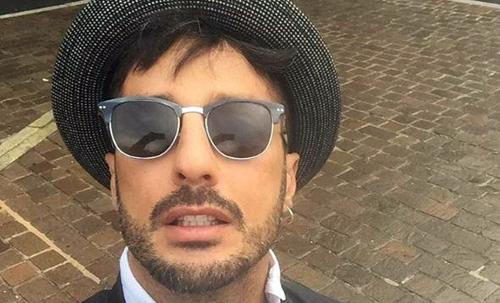 Fabrizio Corona di nuovo in carcere: in manette anche la collaboratrice Francesca Persi, trovati 1,7 milioni di euro