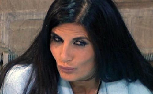 Grande Fratello Vip, news: i concorrenti fumano troppo, Pamela Prati in crisi apre la porta e…
