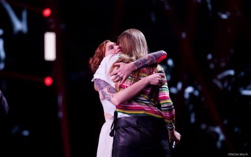 X Factor 2016, quinto Live del 24 novembre: chi è stato eliminato, doppia esibizione e ospiti