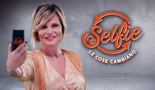Selfie – Le cose cambiano: boom di ascolti per la prima, lite tra Gemma Galgani, Katia Ricciarelli e Tina Cipollari