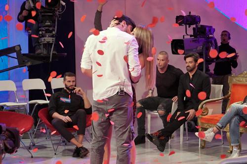 Anticipazioni Uomini e Donne, trono classico: Riccardo Gismondi bacia Martina Luchena ma sceglie Camilla Mangiapelo