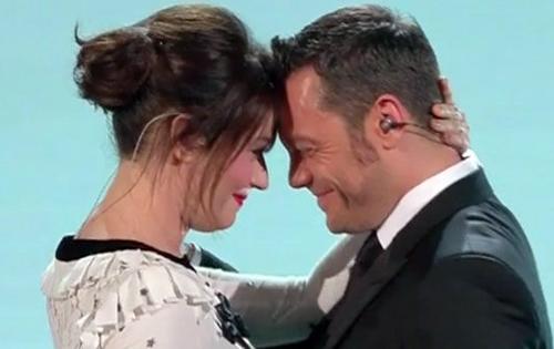 Sanremo 2017, riassunto prima puntata: tre Big esclusi, gara ed ospiti con Tiziano Ferro e Carmen Consoli