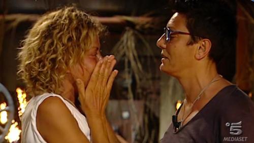 Isola dei Famosi 2017: Paola Barale andrà da Raz Degan? Imma raggiunge Eva, Moreno in lacrime – VIDEO