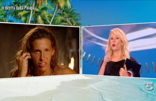 Isola dei Famosi 2017: Giulia Calcaterra lasciata in diretta dal fidanzato, la reazione sconvolge il pubblico – VIDEO