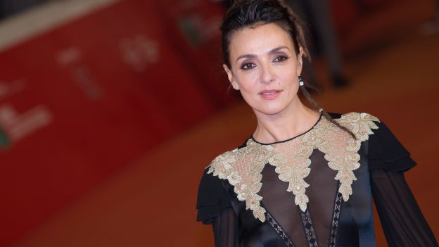 Ambra Angiolini compie oggi 40 anni tra cinema, TV e teatro: impegni futuri e carriera