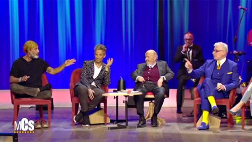Maurizio Costanzo Show, Raz Degan contro la Dieta Lemme: a piedi scalzi con le sneakers in vista – VIDEO
