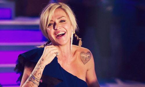 Paola Barale: i suoi primi 50 anni, auguri alla showgirl più celebre del piccolo schermo