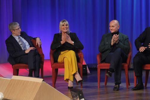 Maurizio Costanzo Show, anticipazioni 4 maggio: Gemma Galgani, Raz Degan, Gerry Scotti tra gli ospiti, info streaming