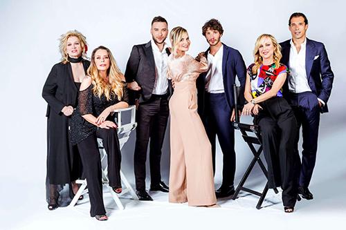 Selfie, Le cose cambiano: la seconda stagione dall'8 maggio, Simona Ventura, Belen Rodriguez e l'intero cast
