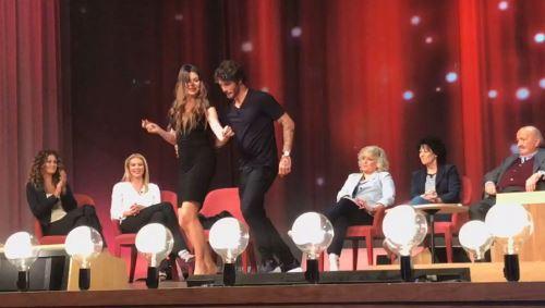 Stefano De Martino e il ballo con Alba Parietti: le sue parole alla vigilia del Maurizio Costanzo Show – VIDEO