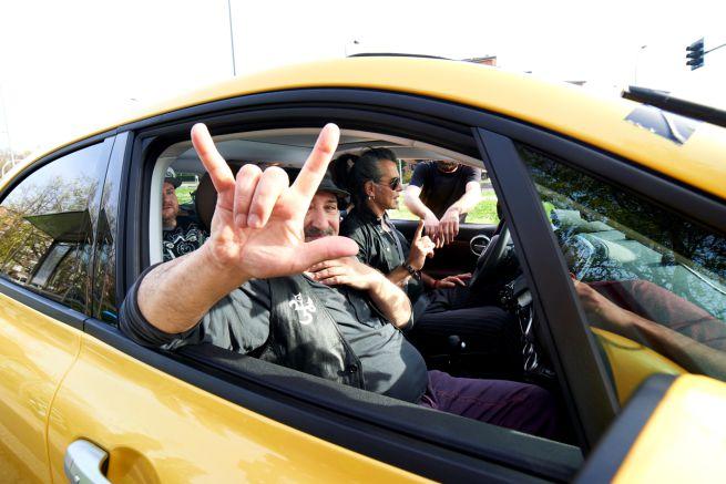 Carpool Karaoke, anticipazioni 13 giugno: Piero Pelù e Ghigo Renzulli dei Liftiba, ospiti di Jake La Furia