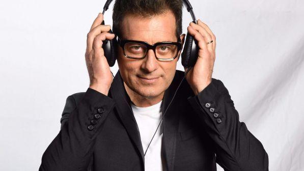 Sarabanda torna in TV: Enrico Papi per tre serate speciali con l'Uomo Gatto, La Professora, Tiramisù e tanti altri