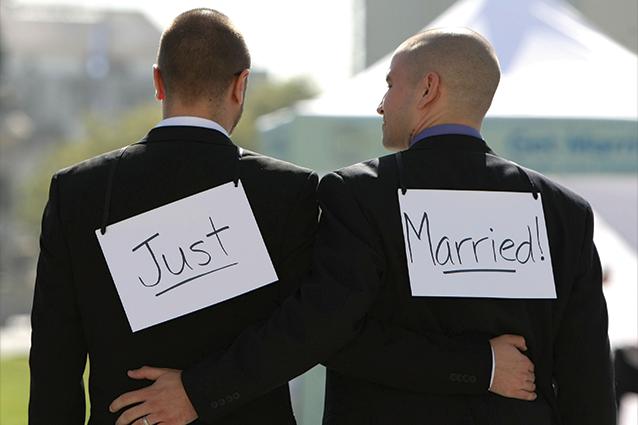 Adesso sì, anticipazioni 4 luglio: quattro coppie omosessuali si sposano, le unioni civili