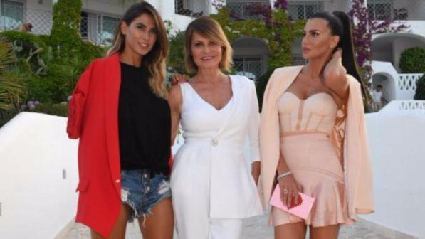 """Simona Ventura ospite di #Estate: """"Non sposo Gerò… Belen Rodriguez? E' ancora innamorata di Stefano!"""""""