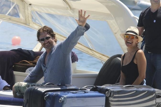Barbara d'Urso gossip news: è amore con Gerard Butler, il prezioso regalo dell'attore