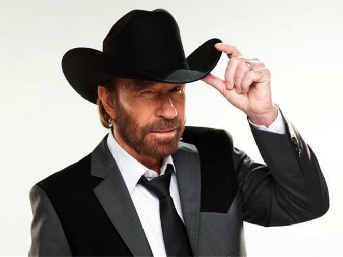 Chuck Norris, due infarti in 45 minuti: il Walker Texas Ranger ha rischiato la vita, come sta ora?