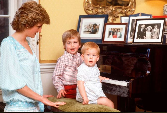 Diana – Nostra Madre, il documentario di Canale 5 con le interviste ed i ricordi dei figli William e Harry