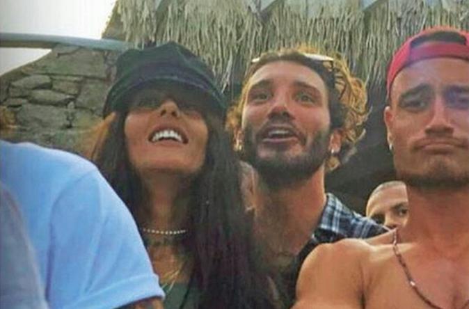 Stefano De Martino e Gilda Ambrosio: la coppia in vacanza insieme non si nasconde più, il gossip