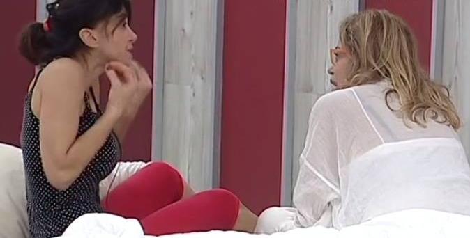 """Grande Fratello Vip 2017, Carmen Di Pietro furiosa con Simona Izzo: """"Sei una stronz*!"""""""