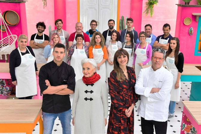 "Bake Off Italia 2017, anticipazioni 6 ottobre: speciale ospite ""top"", prova outdoor e info streaming"