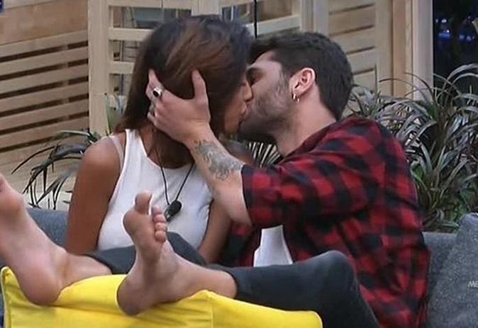 Grande Fratello Vip 2, News: primo bacio tra Jeremias Rodriguez e Carla Cruz, intensa anche in Stazione