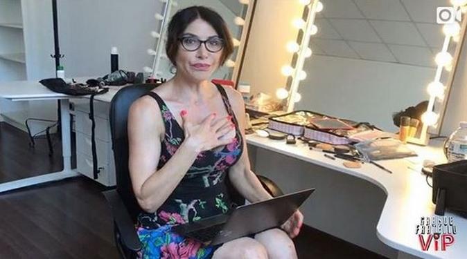 """Grande Fratello Vip, Carmen Di Pietro si presenta a suo modo: il video della nuova """"poesia"""" è già virale"""
