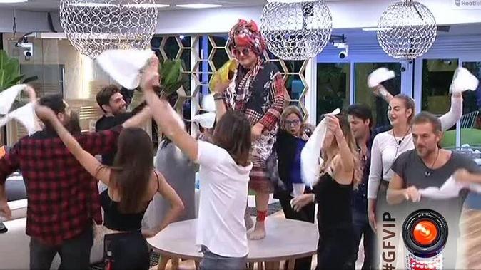 Grande Fratello Vip, Cristiano Malgioglio: il ballo delle vertigini fa impazzire la Casa del #GFVip [VIDEO]