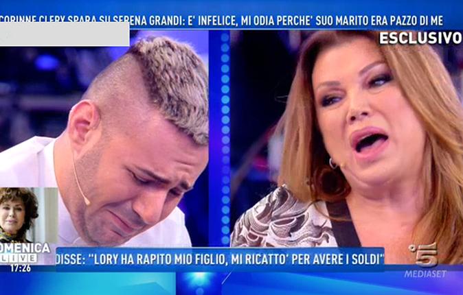 GF Vip 2017, Edoardo Ercole in lacrime: 'Corinne Clery lo chiamava fro**etto', Serena Grandi sbotta [VIDEO]