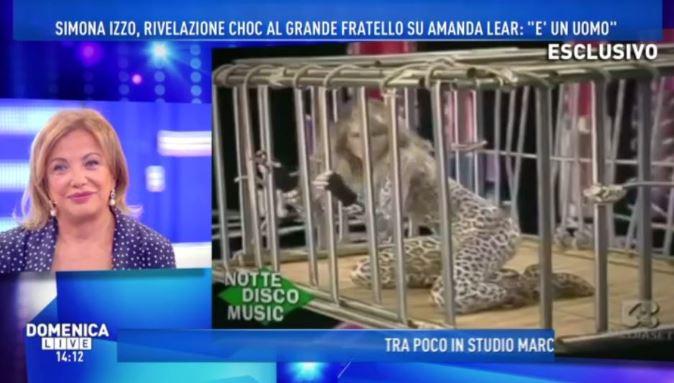 Amanda Lear era un uomo? Rifiuta 15 mila euro da Domenica Live: non vuole replicare a Simona Izzo [VIDEO]