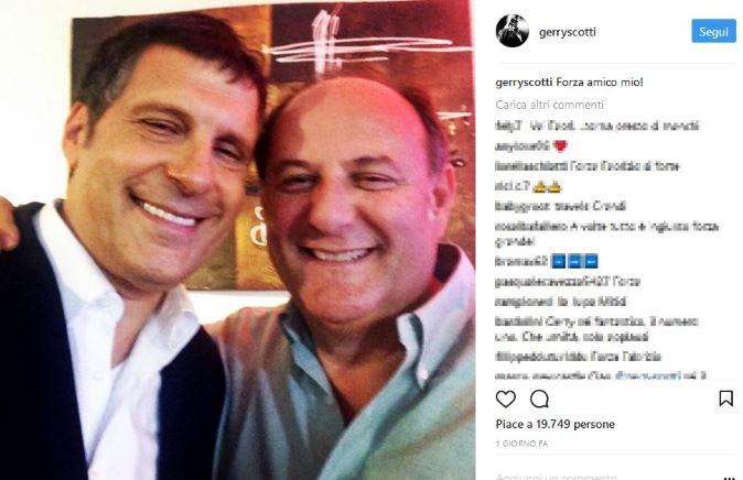 """Fabrizio Frizzi non tornerà presto a L'Eredità: sostituito da Carlo Conti, il messaggio del """"rivale"""" Gerry Scotti"""