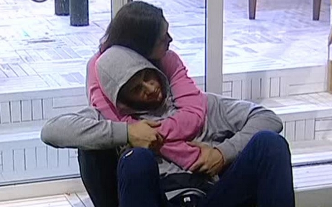 """Grande Fratello Vip, Jeremias Rodriguez litiga con la Izzo e le urla """"Vecchia"""": Luca cerca di farlo ragionare"""